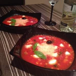 Томатный суп с морскими дарами и кедровыми орешками