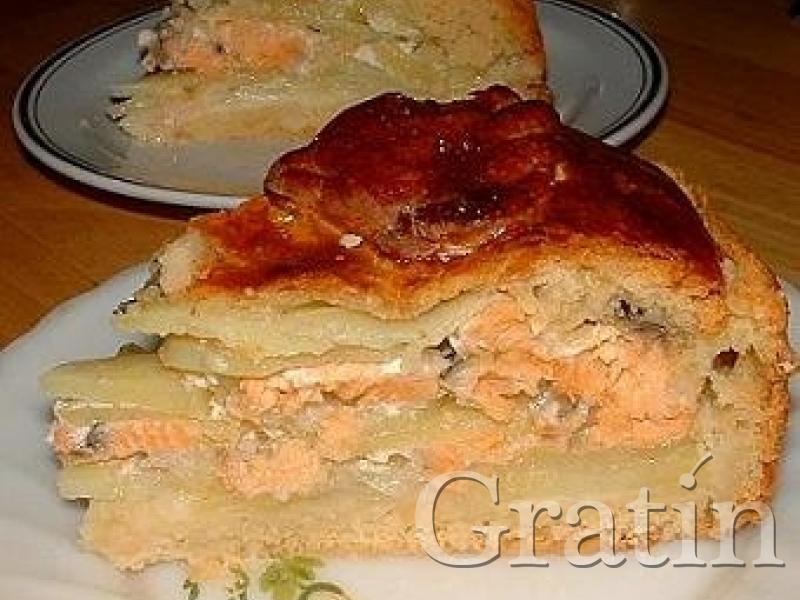Пирог с красной рыбой и картошкой из слоеного теста рецепт