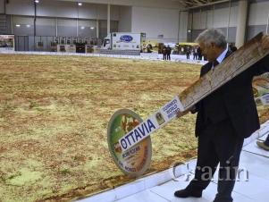 В Риме приготовили самую большую в мире пиццу