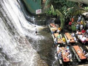 Завтрак рядом с водопадом