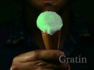 Как заставить мороженое светиться