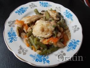 Куриное рагу с фасолью и грибами