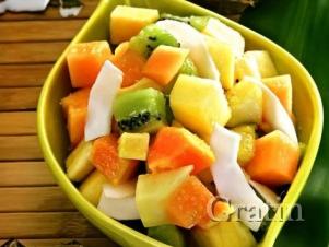 Салат из тропических фруктов