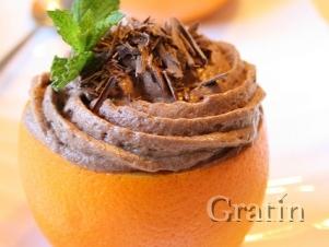 Шоколадный десерт в апельсинах