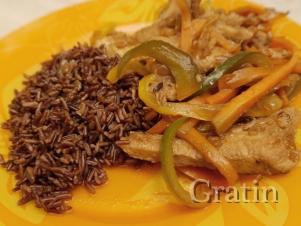 Индейка в соевом соусе с мёдом, с гарниром из красного риса