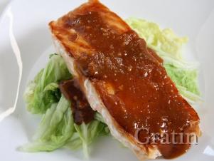 Жареный лосось под арахисовым соусом