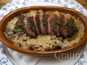 Рисовая запеканка с утиной грудкой и креветками