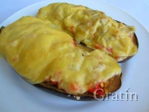 Лодочки из баклажана с томатом и сыром