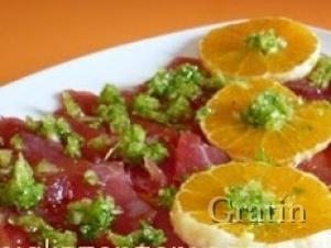 Карпаччо из говядины с орехами и апельсинами