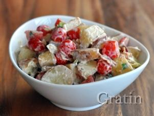 Салат из картофеля, томата и кокоса