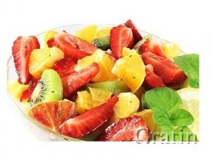 Салат с киви, цитрусовыми и клубникой