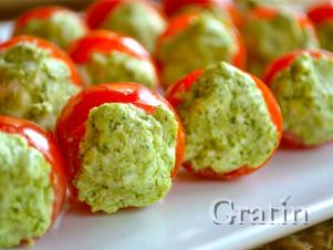 Сырная смесь с базиликом в помидорах черри