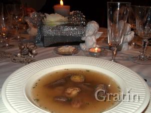 Суп из фазана с красным вином с пирожками из фазаньего фарша