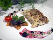 Новогодний палтус с чатни из хурмы и ягодным соусом
