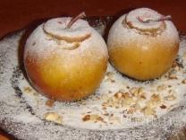 Рождественские яблоки на снегу