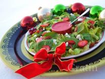 Рождественский салат с клюквенно-апельсиновым соусом