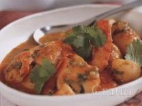 Молодая картошка с креветками в томатном соусе