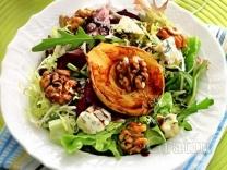 Салат с рокфором и карамелизованной грушей