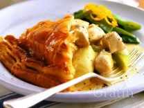 Пирог с курятиной под луковым соусом