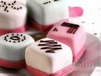 Пирожные в сахарной помадке